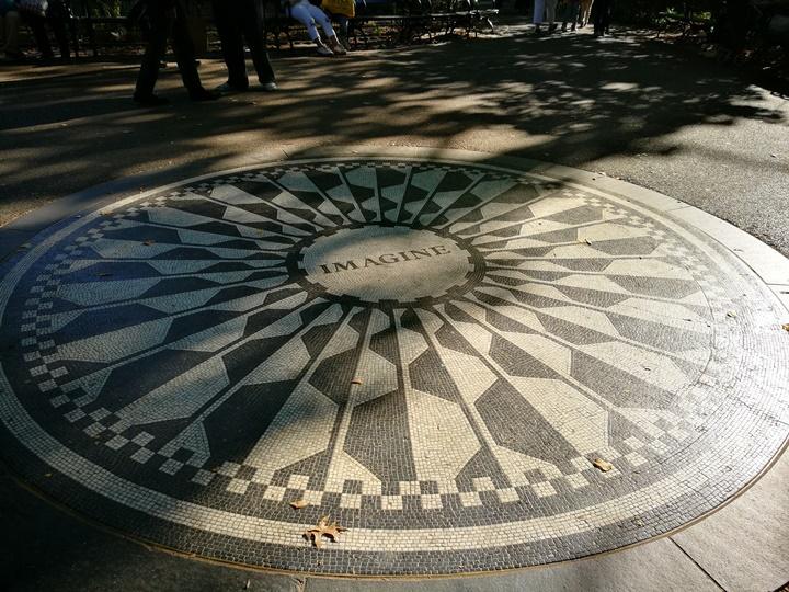 centralpark36 New York-果真大蘋果之紐約真好玩 中央公園 躺著曬太陽也愜意的好所在