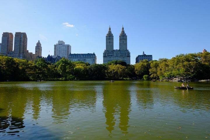 22centralparkk0106 New York-果真大蘋果之紐約真好玩 中央公園 躺著曬太陽也愜意的好所在
