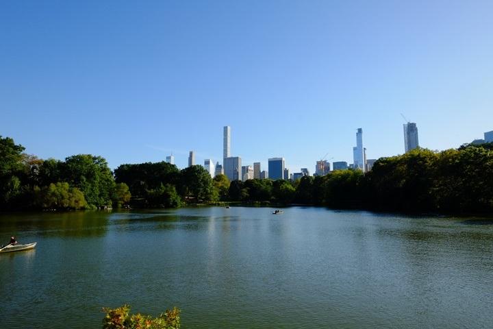 22centralparkk0111 New York-果真大蘋果之紐約真好玩 中央公園 躺著曬太陽也愜意的好所在