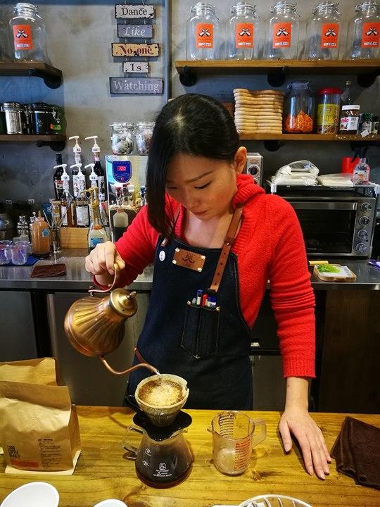 laooo19 中壢-老窩咖啡(站前23) 工業中帶著溫暖的空間