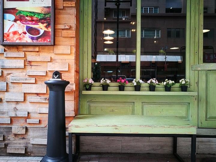 tuktuk02 中壢-圖圖咖啡館 嘟嘟車坐鎮 泰式風味咖啡館