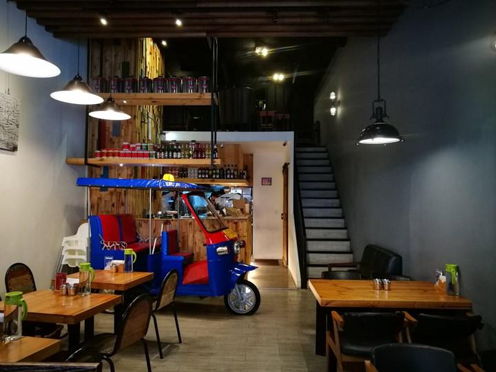 tuktuk03 中壢-圖圖咖啡館 嘟嘟車坐鎮 泰式風味咖啡館