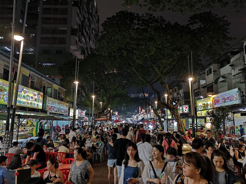 WAW08 Kuala Lumpur-吉隆坡必訪亞羅街夜市街 名店黃亞華 推薦烤雞翅與鹹蛋魷魚