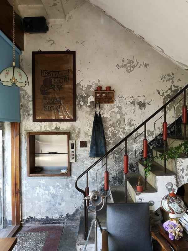 glow11 中壢-小舊閣樓 斑駁老屋文青河景咖啡館 晚上來則是閃亮的酒吧
