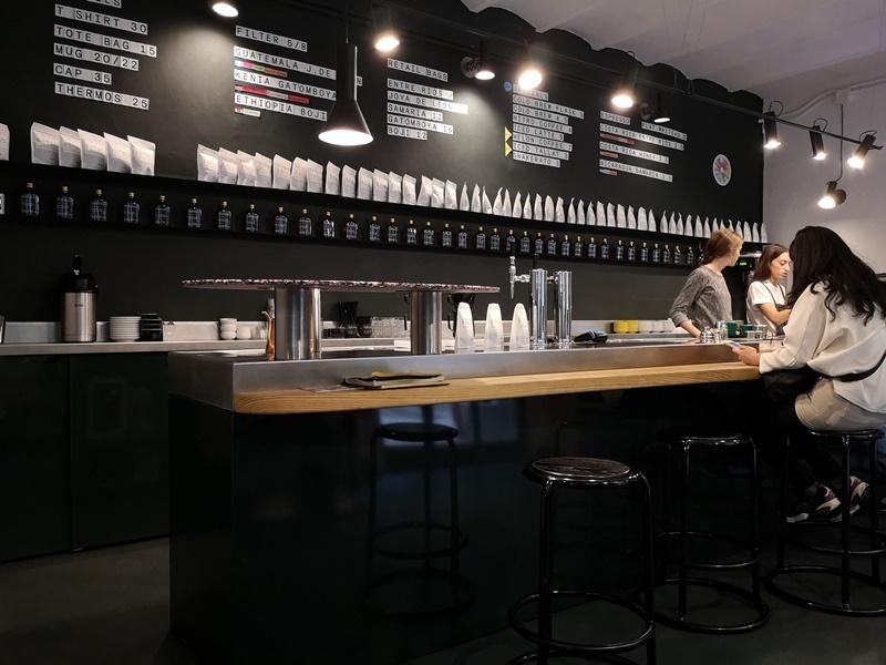 nomad07 Barcelona-巴塞隆納Nomad Coffee Lab & Shop美女執壺 好看也好喝