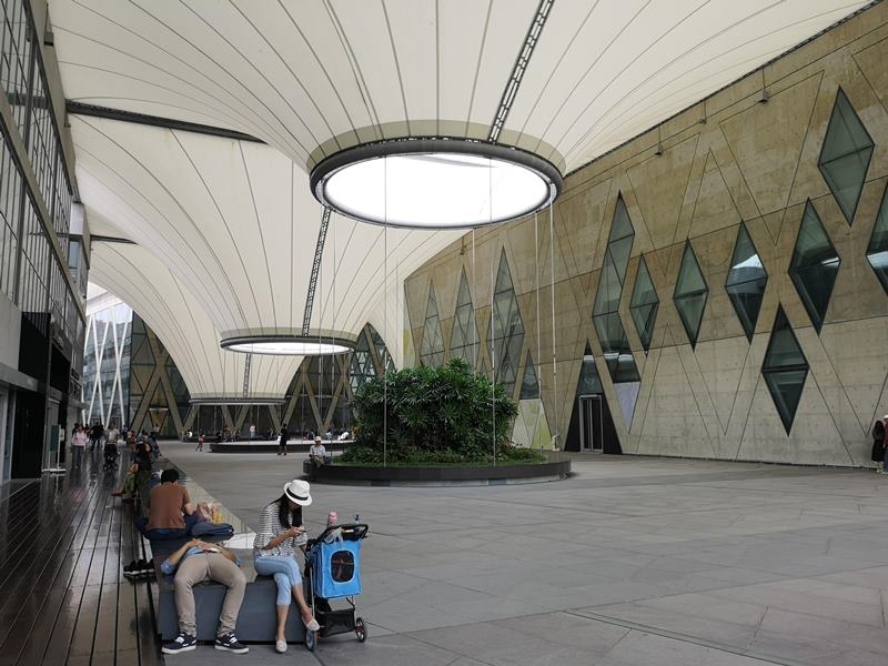 datong11 鳳山-大東文化藝術中心 大漏斗造型點上燈更吸睛