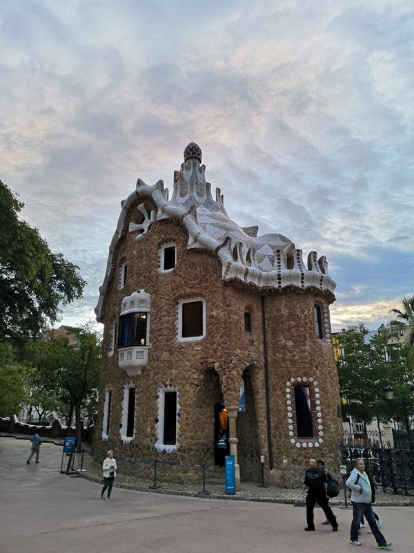 guellparkk16 Barcelona-巴塞隆納世界文化遺產  高第建築奎爾公園馬賽克蜥蜴太吸睛