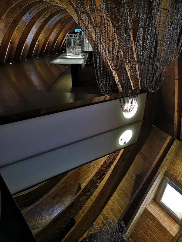 casamila31 Barcelona-巴塞隆納世界文化遺產 高第建築米拉之家 來自外星的設計