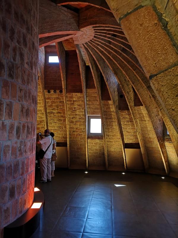 casamila32 Barcelona-巴塞隆納世界文化遺產 高第建築米拉之家 來自外星的設計