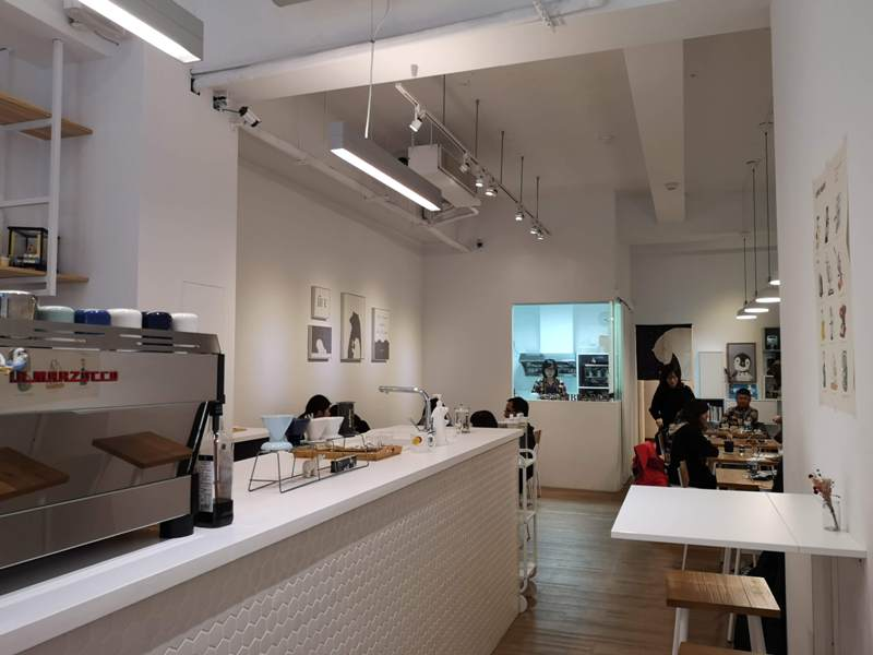 number13cafe07 中壢-Number 13 Cafe純白與浪漫的藍 中原大門網美咖啡館