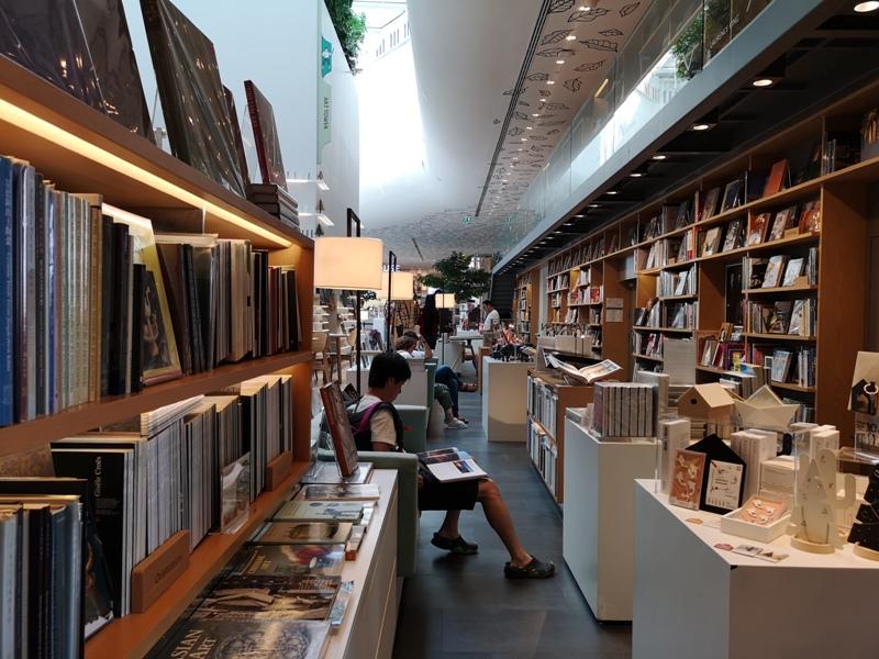 openhouse15 Bangkok-曼谷精品百貨Central Embassy最美的書店Open House
