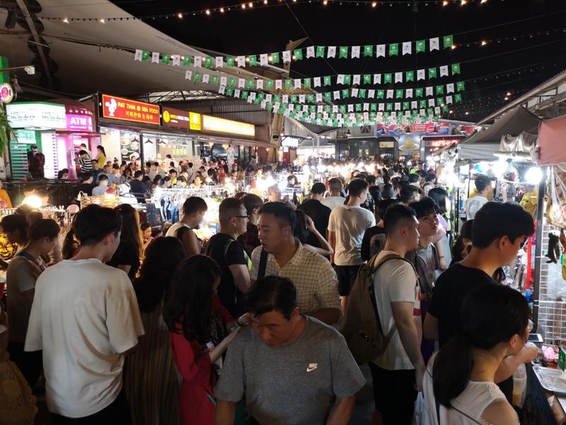 ratchadanightmarket01 Bangkok-拉差達火車夜市Train Night Market Ratchada 交通方便好吃好逛好買