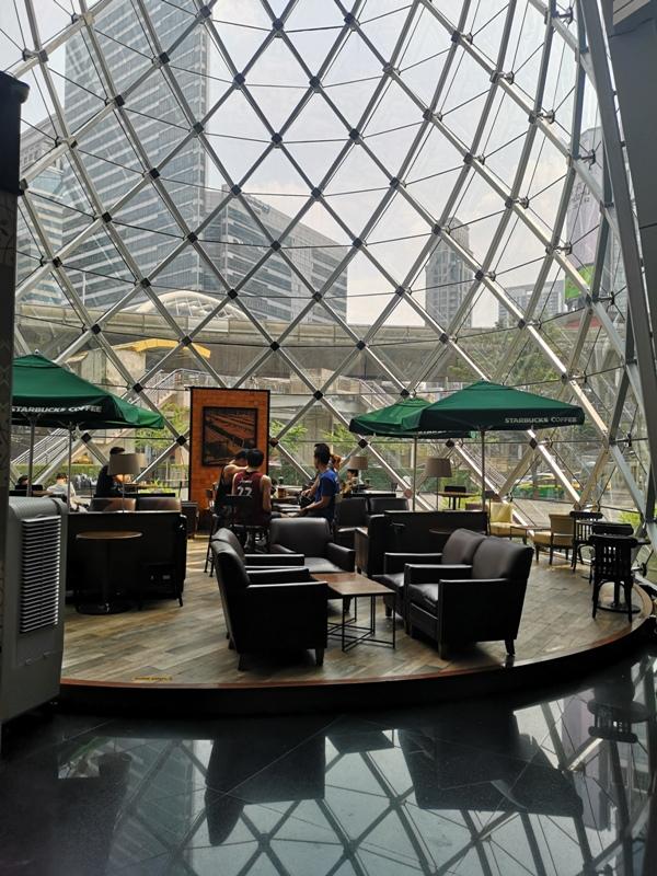 starbucksbkk01 Bangkok-Starbucks Sathorn Square玻璃耶誕樹曼谷特色星巴克