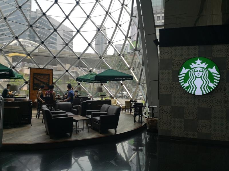 starbucksbkk03 Bangkok-Starbucks Sathorn Square玻璃耶誕樹曼谷特色星巴克