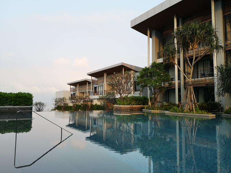 renaissancepattaya6161 Pattaya-Renaissance Pattaya Resort & Spa芭達雅萬麗 悠閒度假無邊際游泳池好舒爽