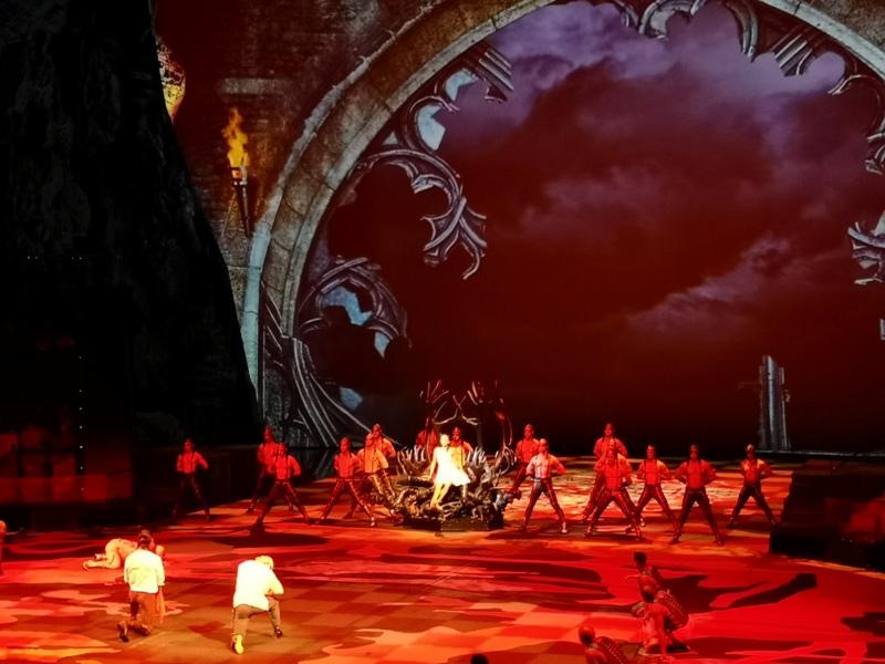 houseofdancingwater20 Macao-澳門晚間活動首選 太陽劇團水舞間 舞台設計超棒眼花撩亂的精采表演