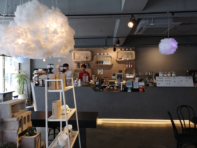 cafeel06 Seoul-Cafe El Cielo 男模幫你沖咖啡 首爾新沙洞時尚夢幻咖啡館