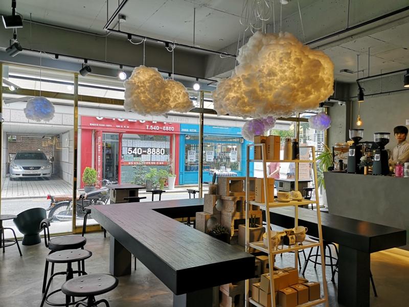 cafeel12 Seoul-Cafe El Cielo 男模幫你沖咖啡 首爾新沙洞時尚夢幻咖啡館