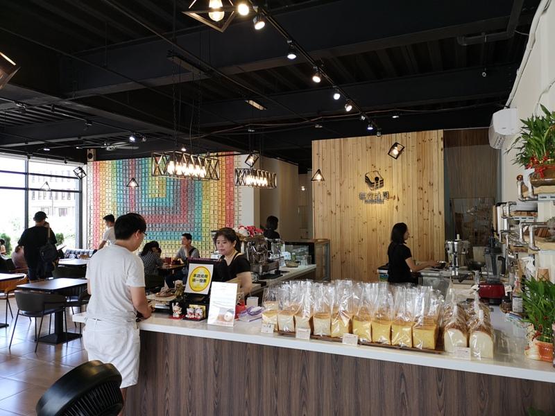3toast04 新豐-仨宅吐司 網美最愛彩虹吐司牆