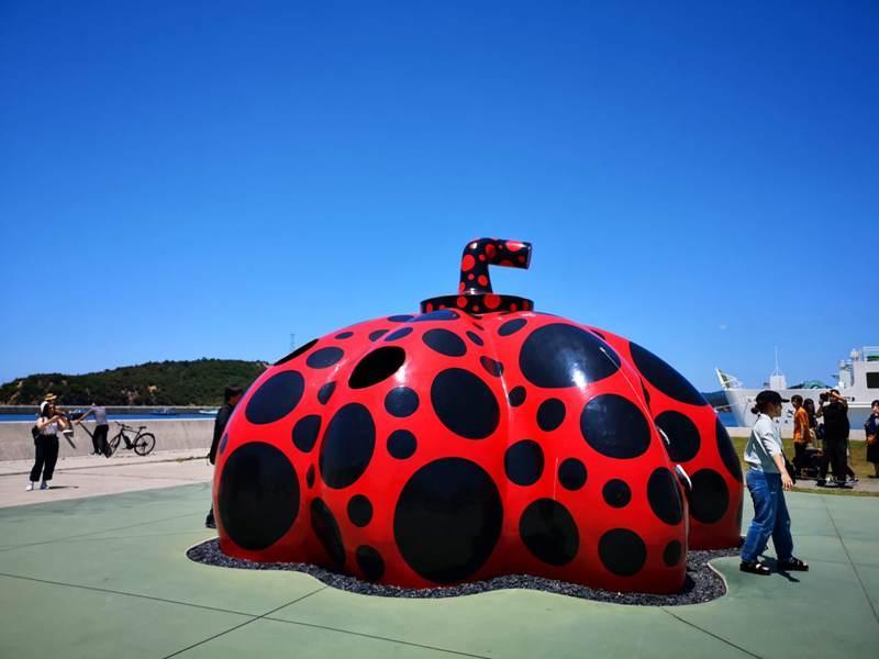 pumpkin04 Naoshima-黃南瓜紅南瓜 草間彌生的點點世界 快來直島找南瓜
