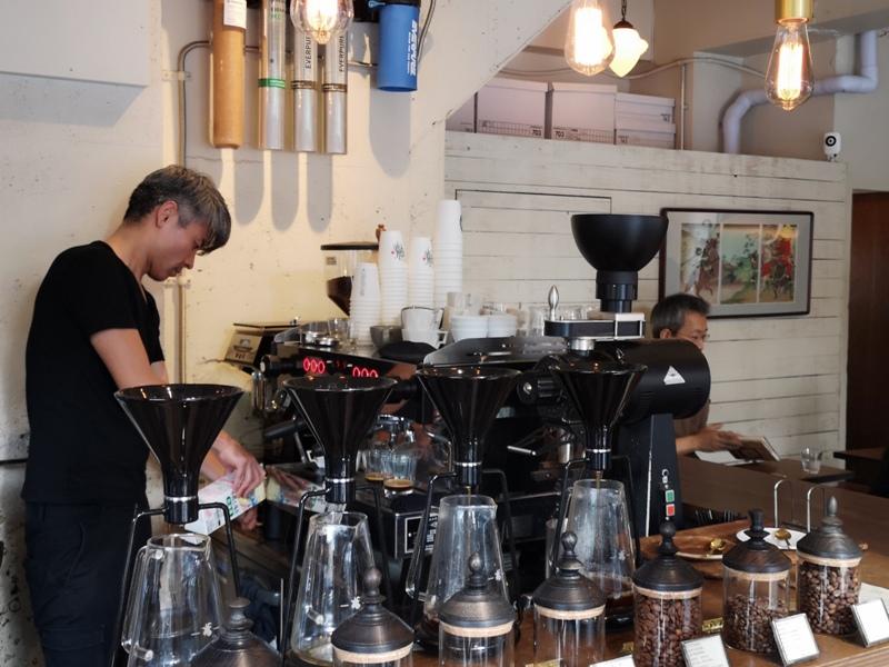 glitch11 Kanda-Glitch Coffee & Roasters神保町書店街 一杯咖啡配本書
