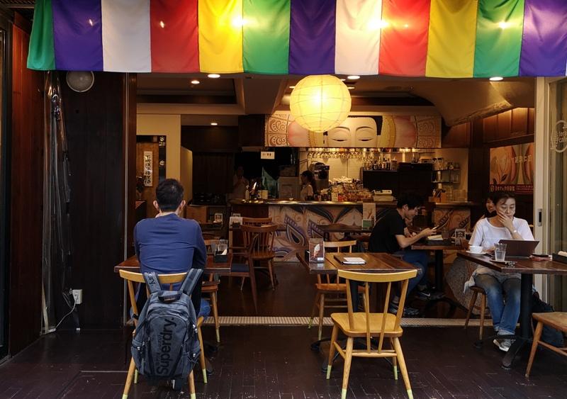 teracafe01 Daikanyama-代官山Tera Cafe幡旗彩虹風 和尚坐鎮另類風格咖啡館