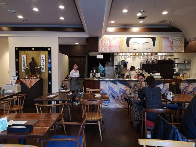teracafe04 Daikanyama-代官山Tera Cafe幡旗彩虹風 和尚坐鎮另類風格咖啡館