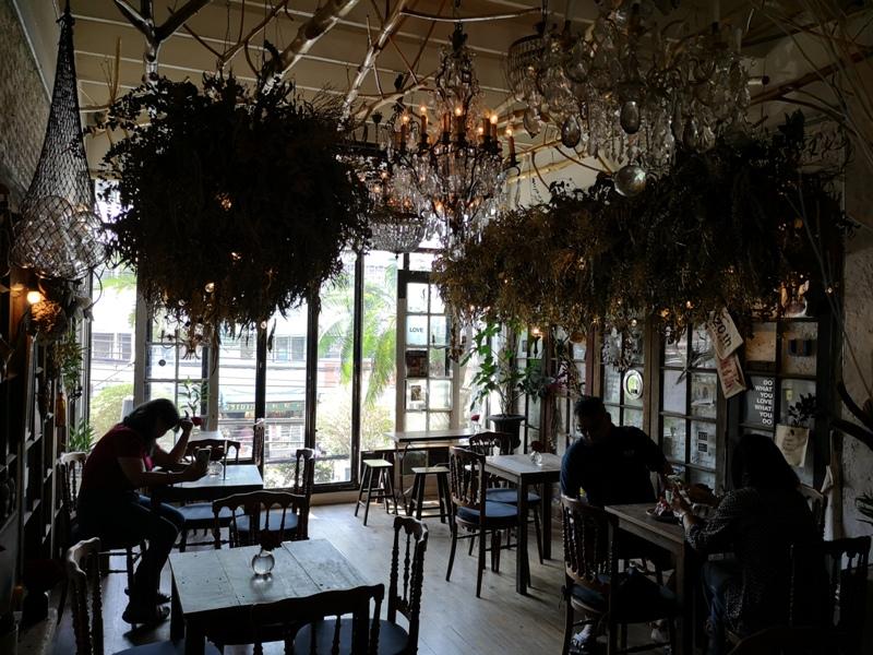 floralcafebkk170105 Bangkok-Floral Cafe at Napasorn曼谷花市旁滿滿花香古物的咖啡館
