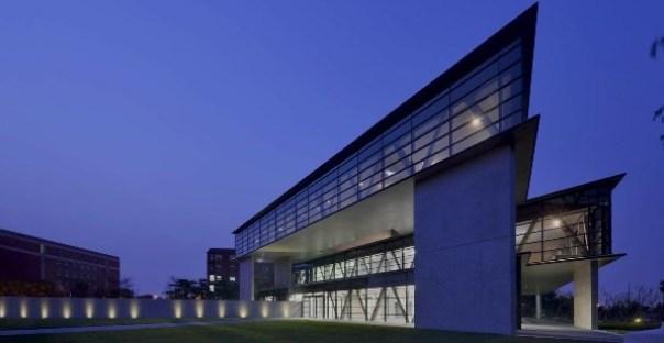 Ando05 霧峰-亞洲現代美術館(亞洲大學內) 大師就是大師 安藤忠雄 清水模三角形與光 大破大立展覽吸引人