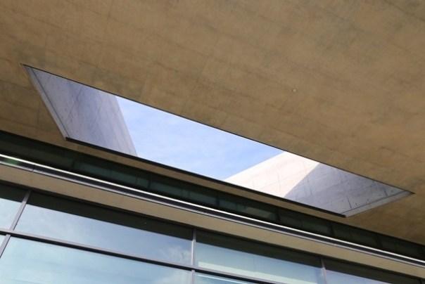 Ando10 霧峰-亞洲現代美術館(亞洲大學內) 大師就是大師 安藤忠雄 清水模三角形與光 大破大立展覽吸引人