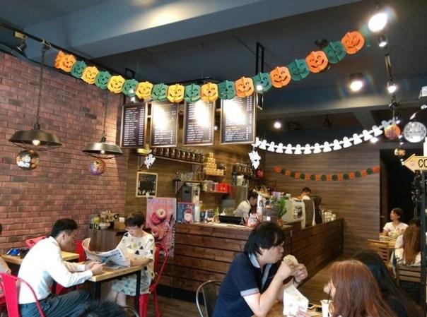 IMAG7555 竹北-Louisa Coffee路易莎咖啡 熱鬧的咖啡空間
