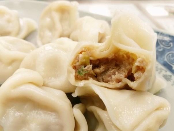 IMG_20151227_195214 新竹-88巷牛肉麵 好吃但湯頭跟泡麵有點像 水餃酸辣湯超搭