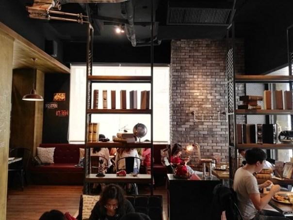 cafe12 苓雅-麓琦咖啡道館 科技工業風當道 愛因斯坦也坐鎮