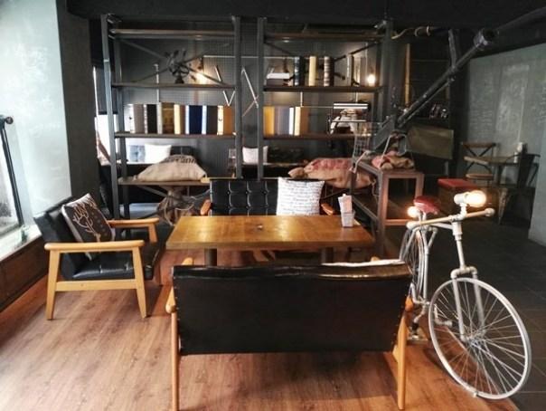 cafe16 苓雅-麓琦咖啡道館 科技工業風當道 愛因斯坦也坐鎮