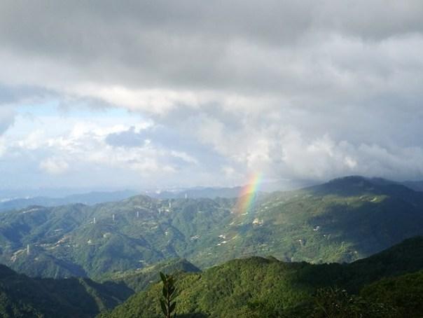 dongyen18 復興-東眼山 藍天白雲青山綠樹...景色壯觀視野開闊...還有美麗的彩虹