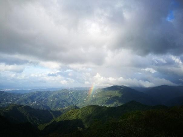 dongyen21 復興-東眼山 藍天白雲青山綠樹...景色壯觀視野開闊...還有美麗的彩虹