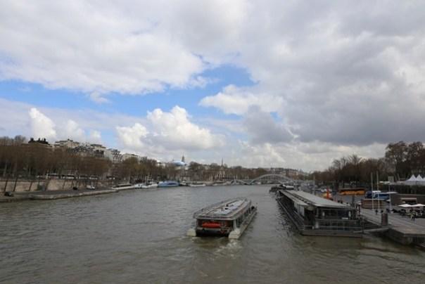 eiffle26 Paris-巴黎艾菲爾鐵塔La Tour Eiffel 藍天白雲綠地完美襯托優雅鐵塔