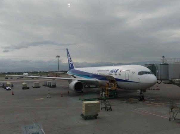 fly03 201510東京來回 好久沒從成田進出囉 原來起飛不久可以看到龜山島