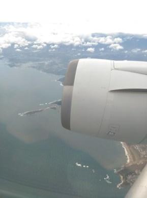 fly17 201510東京來回 好久沒從成田進出囉 原來起飛不久可以看到龜山島