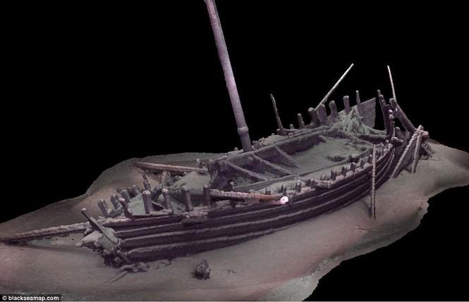 Tận thấy xác 60 tàu đắm từ thời Trung cổ trong lòng Biển Đen - ảnh 1