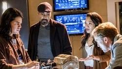 Watch The Wrath of Savitar - TV Series The Flash (2014) Season 3 Episode 15