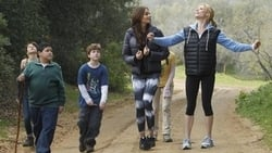 Watch Mother's Day - TV Series Modern Family (2009) Season 2 Episode 21