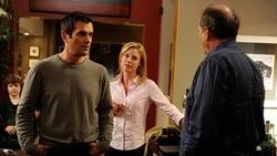 Watch The Kiss - TV Series Modern Family (2009) Season 2 Episode 2