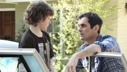Watch Unplugged - TV Series Modern Family (2009) Season 2 Episode 5