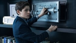 Watch The Anvil or the Hammer - TV Series Gotham (2014) Season 1 Episode 21