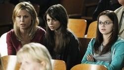 Watch The Musical Man - TV Series Modern Family (2009) Season 2 Episode 19