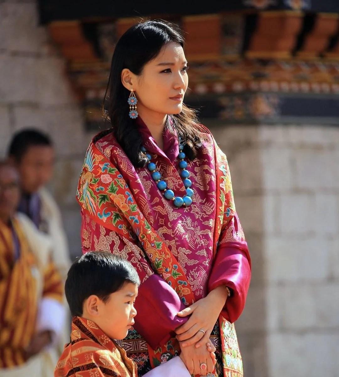 不丹國王分享一家四口溫馨照 初生二王子首度曝光! | TopBeauty