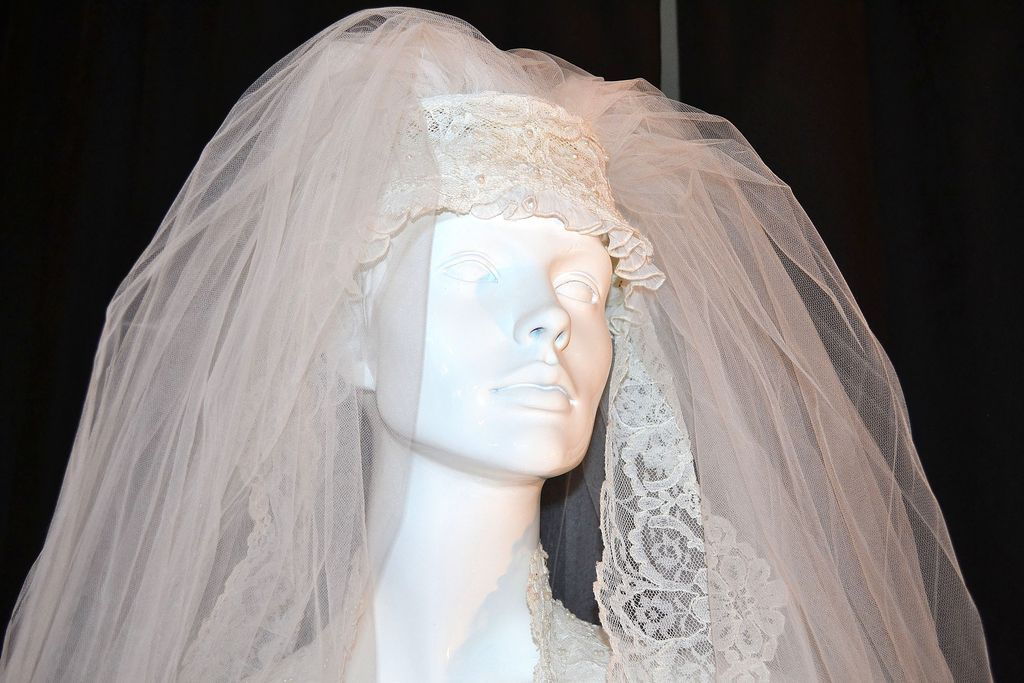 1960/70s Pleated Wedding Gown W/ 4' Train & Bridal Veil