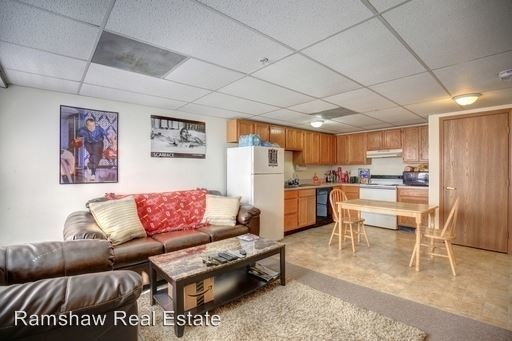 Castle On Locust Individual Leases Available Champaign Il Apartment Finder