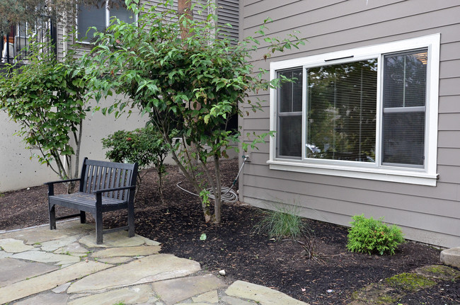 Highland Park West Apartments - Kirkland, WA | Apartment ... on Montebello Apartments In Kirkland Wa id=78529